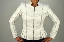 Стилно дамско яке модел в бяло