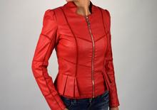 Стилно дамско яке модел в червено