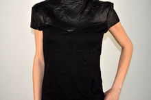 Дамска блуза с еко кожа-полу поло