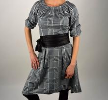 Асиметрична дамска рокля СУПЕР модел