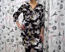 Дамска туника с дълъг ръкав - ELLIE- черна с цветя