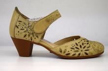 Дамски обувки с перфорация на ток ЕСТЕСТВЕНА КОЖА БЪЛГАРСКО ПРОИЗВОДСТВО - бежови
