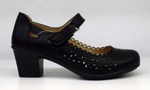 Елегантни дамски обувки на нисък ток - AINE - черни