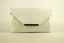 Дамска чанта тип плик - бяла
