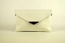 Клъч дамска чанта - бяла