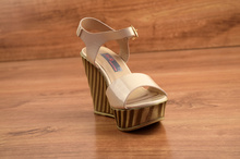 Стилни сандали на платформа - SUMMER STAR - бежов лак