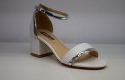 Дамски сандали на среден ток - 5504 - бели