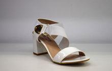 Елегантни дамски сандали на среден ток - 5505 - бели