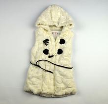 Детски елек - ELLA - бял с черни сърца за 4 годишни