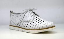 Дамски обувки с перфорация ЕСТЕСТВЕНА КОЖА БЪЛГАРСКО ПРОИЗВОДСТВО - бели