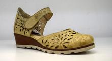 Дамски обувки с перфорация на платформа с лепки ЕСТЕСТВЕНА КОЖА БЪЛГАРСКО ПРОИЗВОДСТВО - бежови