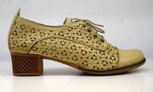 Дамски обувки с перфорация на ток с връзки ЕСТЕСТВЕНА КОЖА БЪЛГАРСКО ПРОИЗВОДСТВО - бежови