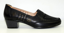 Елегантни дамски обувки на нисък ток - AELITA - черни с перфорация