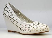 Елегантни дамски обувки на платформа НОВ МОДЕЛ - ALAIRA - бели