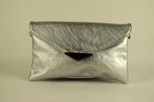 Клъч дамска чанта - сребриста