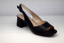 Елегантни дамски сандали на нисък ток - черни