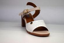 Дамски сандали с дебел ток - 5503 - бели
