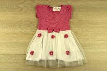 Детска рокля с панделка - бял и коралов десен от 4 до 9 г.