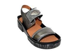 Дамски сандали на лека платформа - 2834 - сребристи