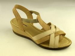 Дамски сандали с лека платформа - А 2839 - бежови