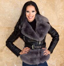 Късо дамско палто-код 827-черно със сив пух