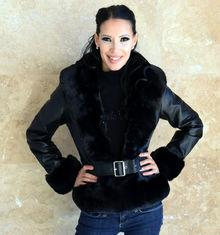 Късо дамско палто-код 833-черно с черен пух